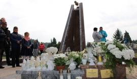 Bp Andrzej Jeż poświęcił Miejsce Pamięci Dzieci Utraconych