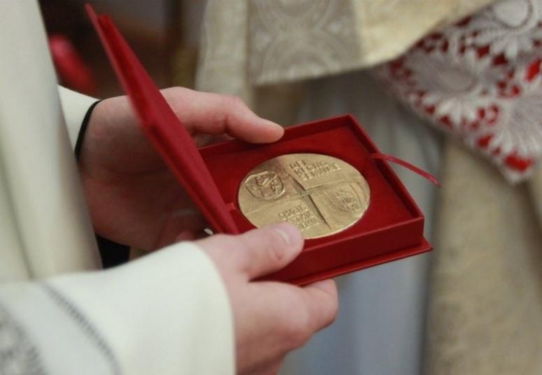 Medale Dei Regno Servire uroczyście wręczone